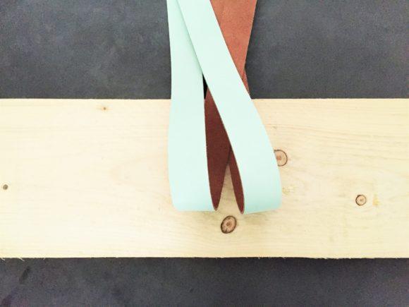 mint leren plankdragers voor wandplank boven commode