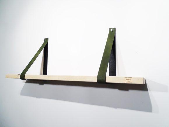 Wandplank met leren banden groen