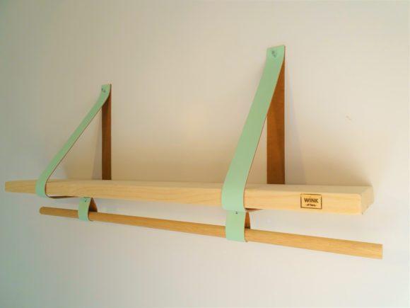 Wandplank met roede leren banden mint