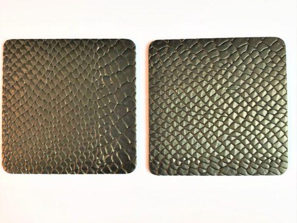 Onderzetters vancrocoleer in de kleur zwart met een lichte gloed van brons